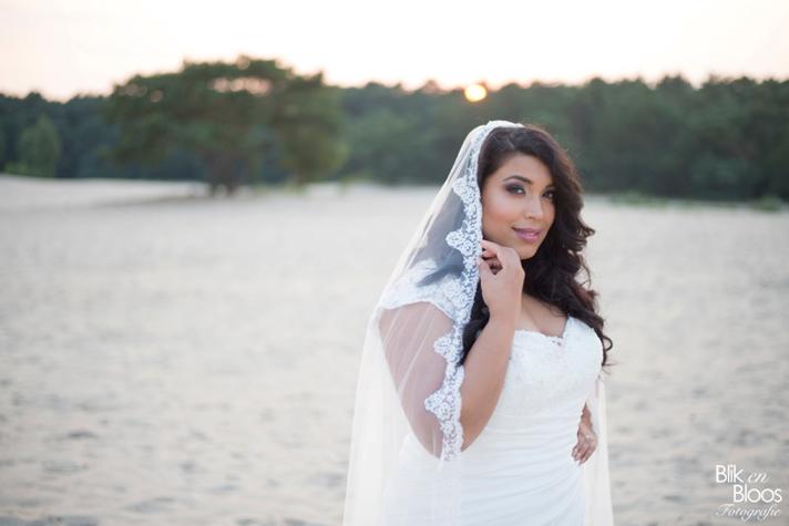 curvy-bruid-bruidskapsel-sluier