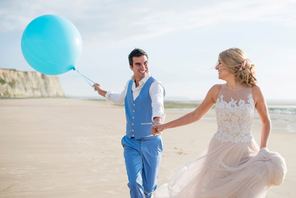 photography-inspiration-beach-wedding-balloon