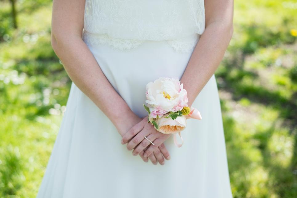 trouwen-bloemen-corsage-bruidsmeisje