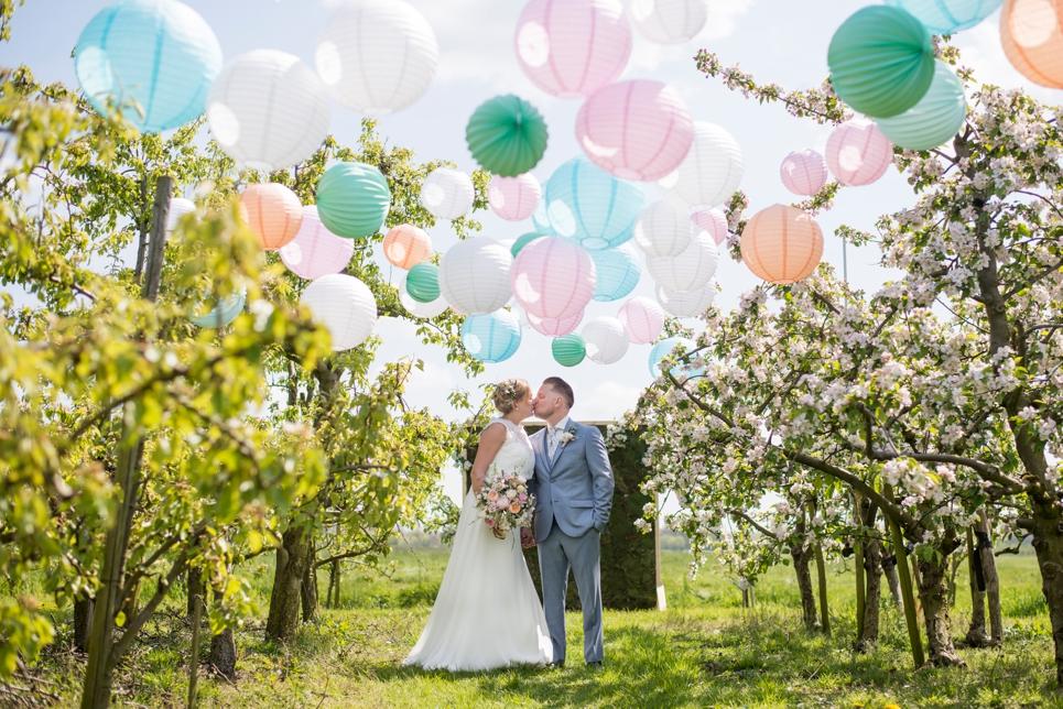 trouwfotografie-boomgaard-bloesem