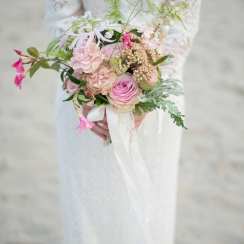 Bruidsboeket tijdens een bruiloft op de Vrachelse Heide bij Oosterhout