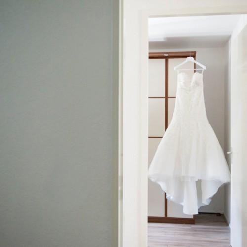 Fotografie van de jurk tijdens de voorbereidingen