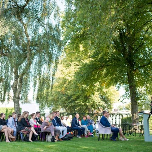 Ceremonie tijdens buiten bruiloft