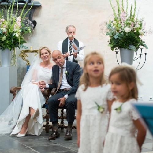Trouwfotograaf tijdens ceremonie in de Grote Kerk van Breda