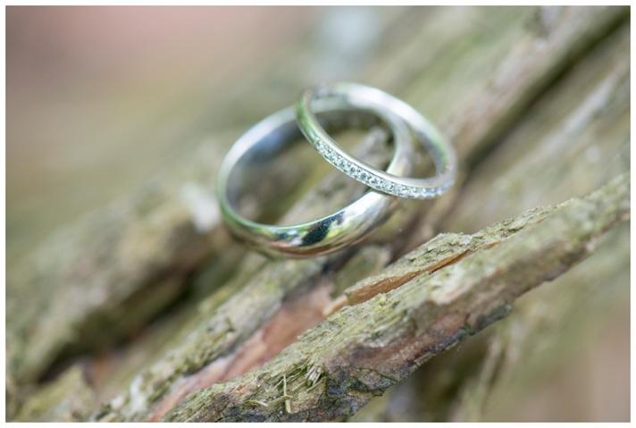 trouwfoto-ringen-bos
