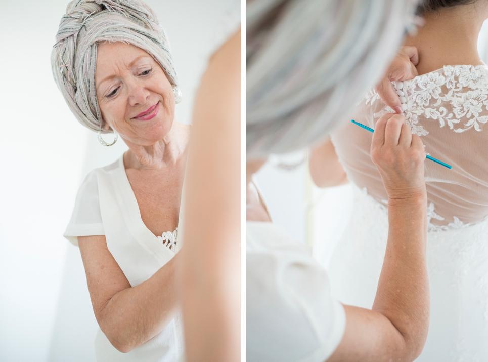 05-voorbereidingen-aankleden-bruid-moeder-rotterdam