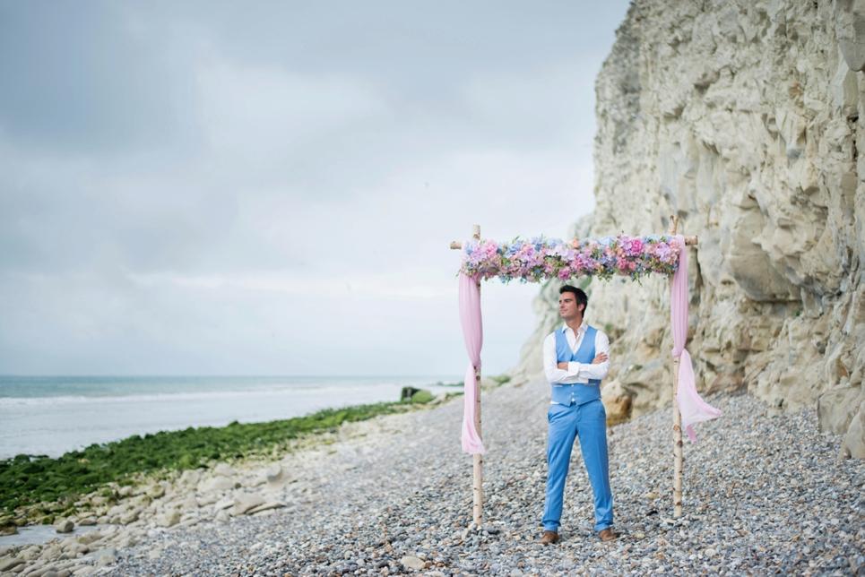 stoere-bruidegom-strand-calais-frankrijk