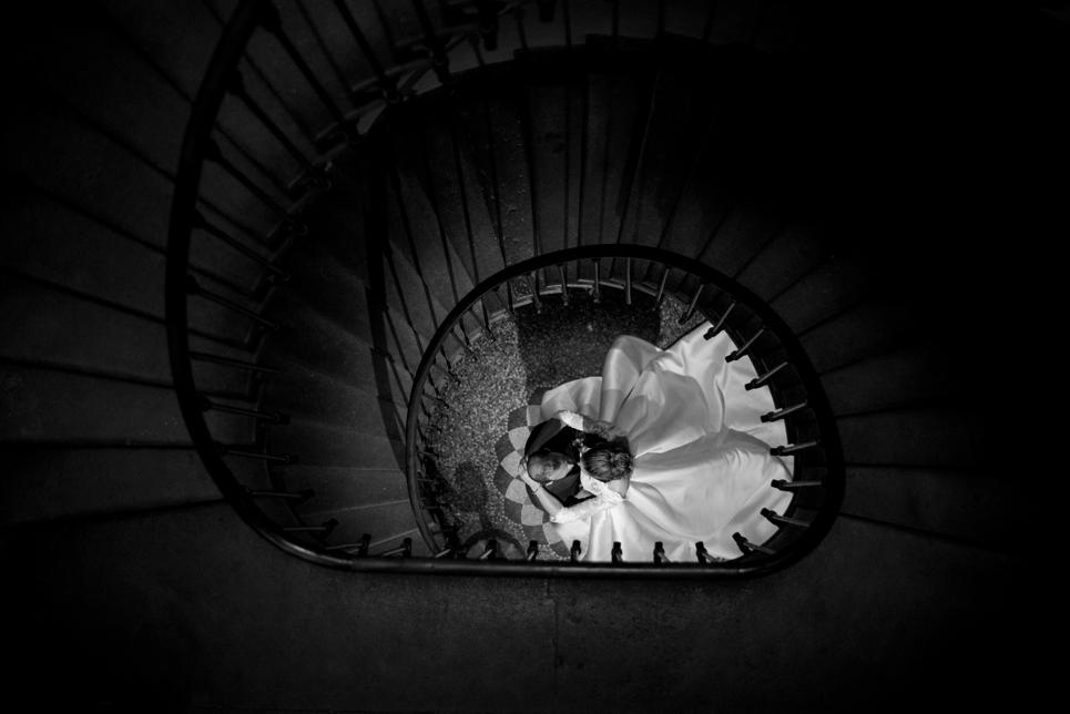 30-trapscene-bruidspaar-trapfoto-chateau-blomac