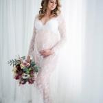 zwangerschaps-boudoir-fotoshoot-daglichtstudio-breda-romantische-setting