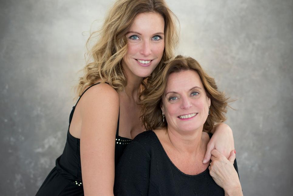 glamour-fotoshoot-breda-daglichtstudio-mama-dochter