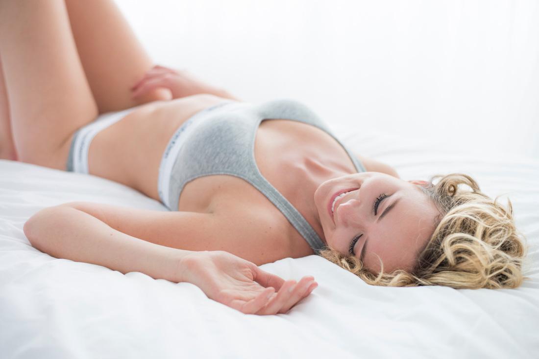 calvin-klein-boudoir-fotoshoot-stoer-vrouwelijk