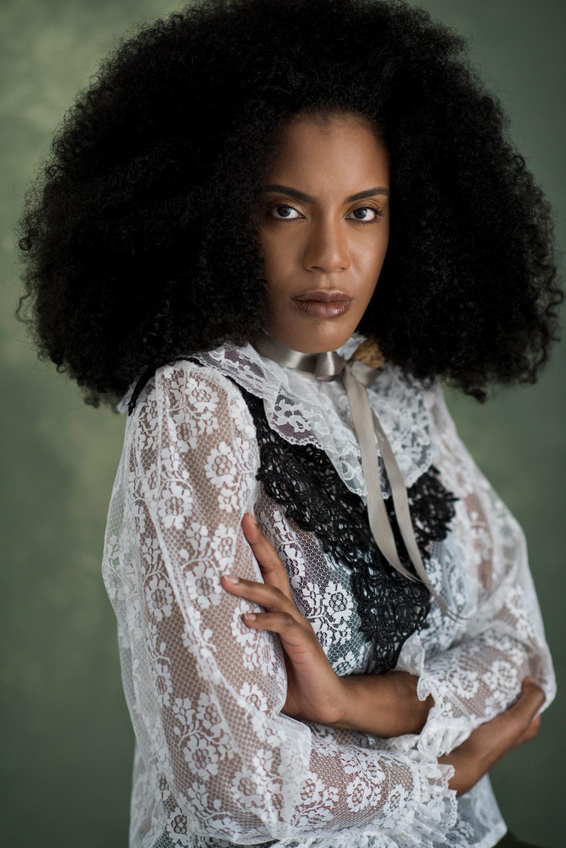 victorian-afro-krachtige-blik-enorm-kapsel
