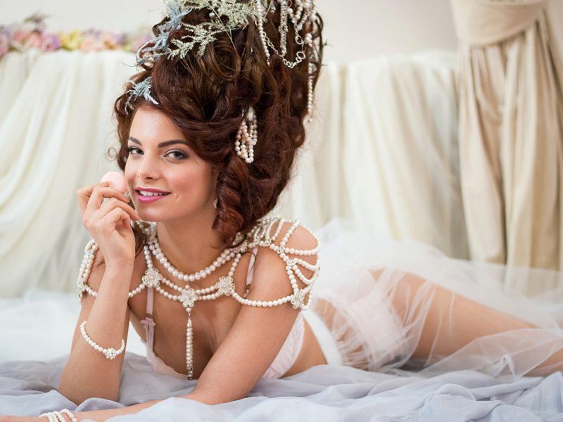marie-antoinette-extravagante-boudoir-fotoshoot