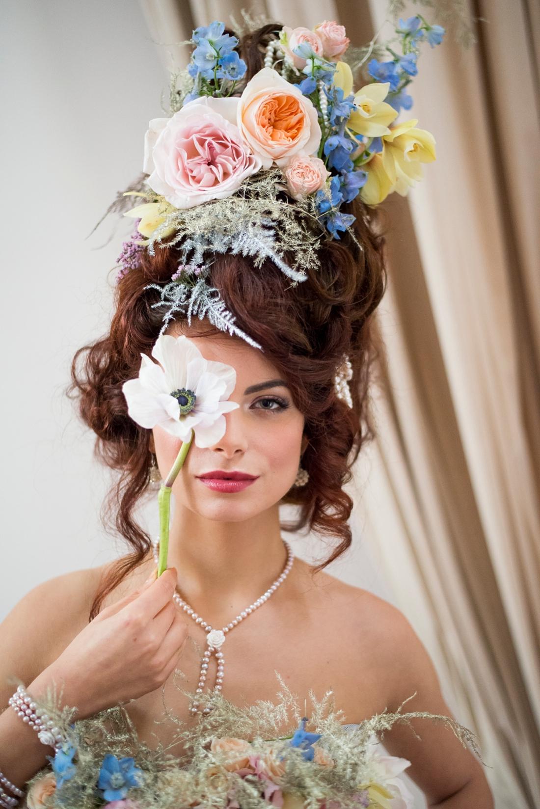 boudoir-fotoshoot-met-veel-bloemen-breda