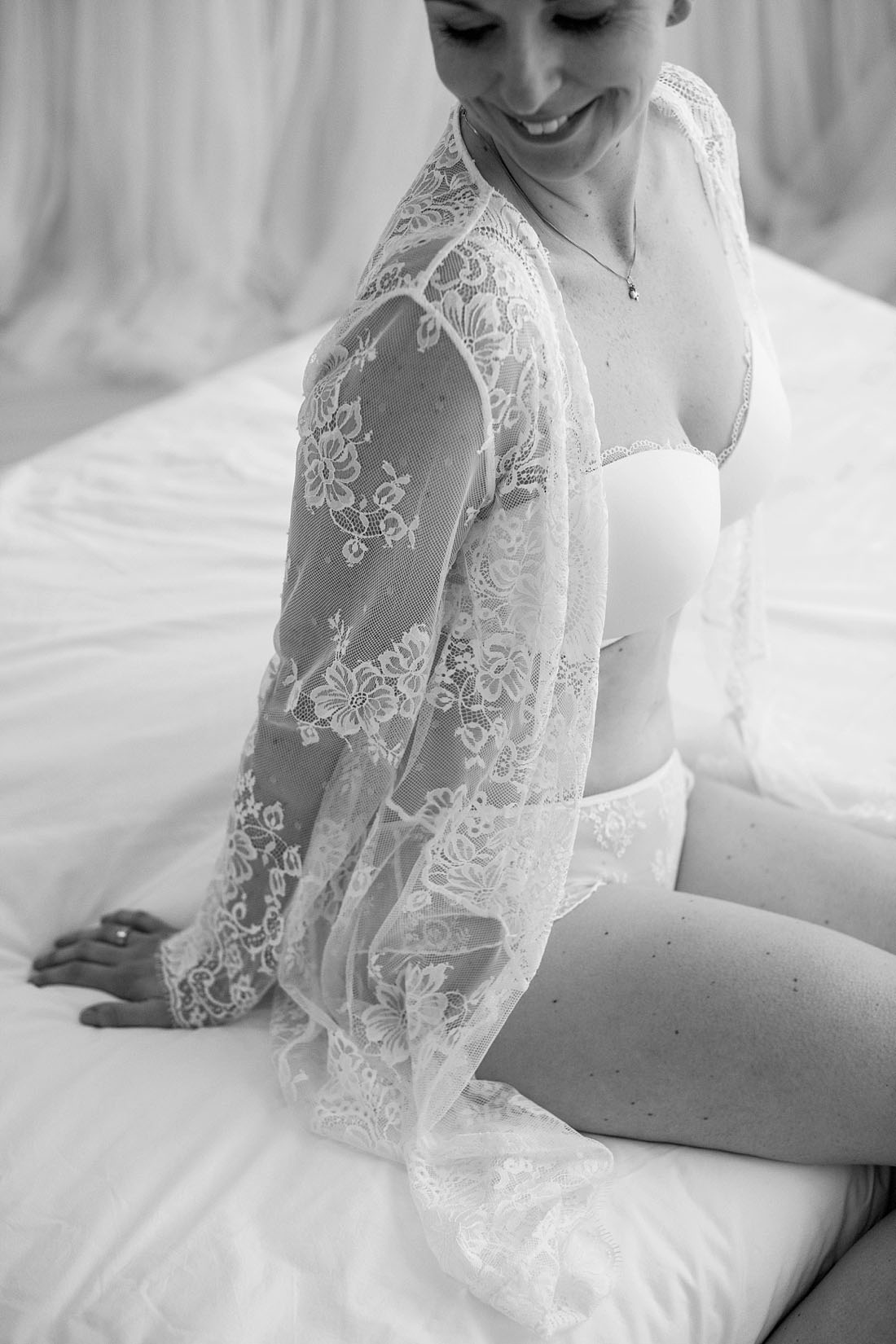 romantische-boudoir-fotograaf-zwart-wit
