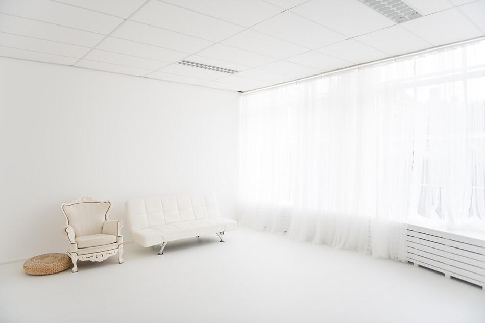 Daglicht studio met fotoprops en achtergronden in Zevenbergen bij Breda