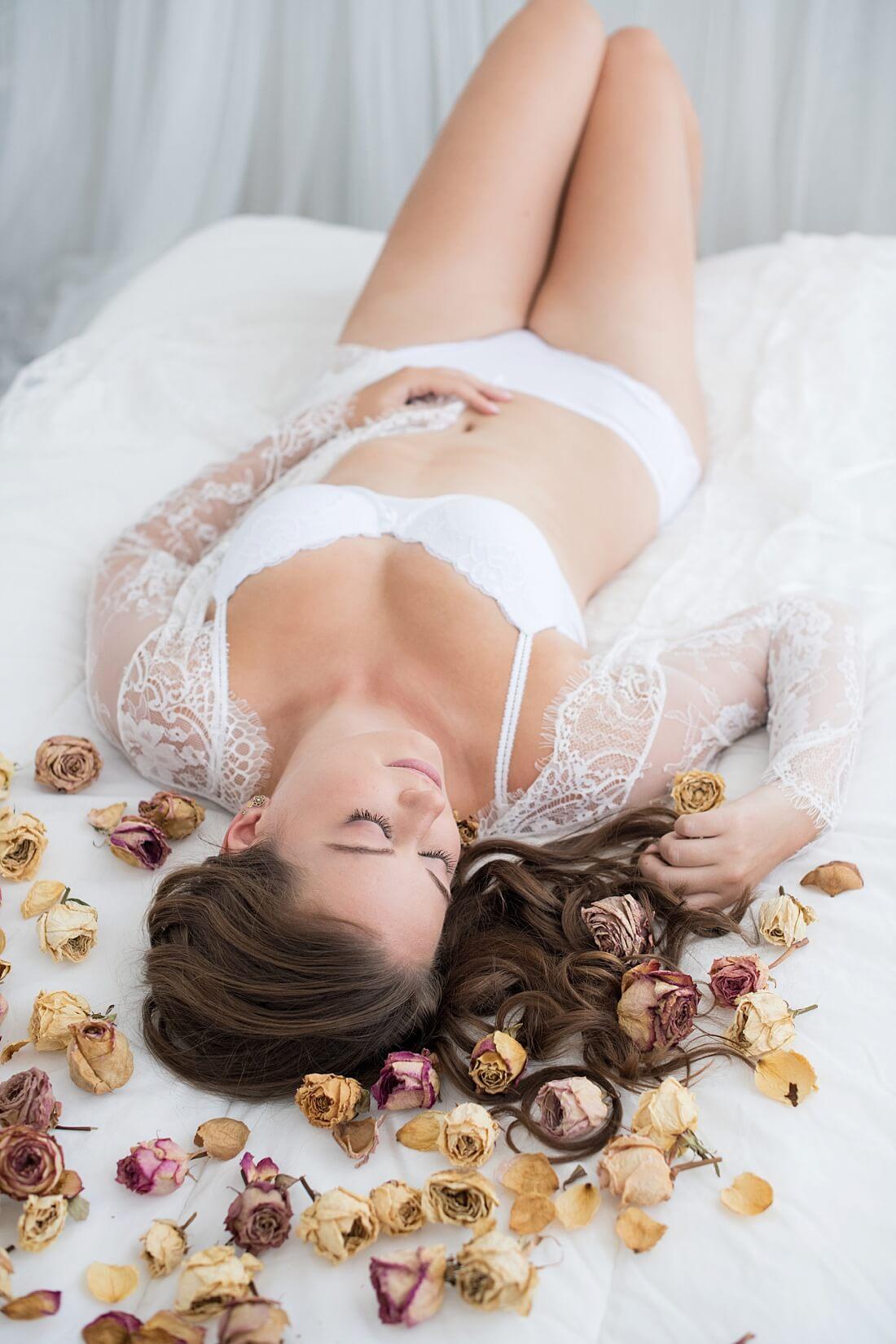 romantische-fotos-in-bruidslingerie-voor-je-echtgenoot