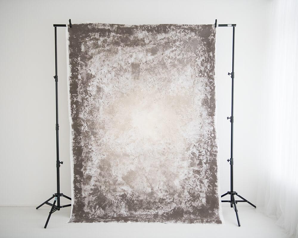 Donkerbruine achtergrond (achterkant) - Daglicht studio in Zevenbergen bij Breda