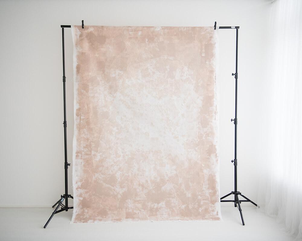 Zandkleurige achtergrond (achterkant) - Daglicht studio in Zevenbergen bij Breda