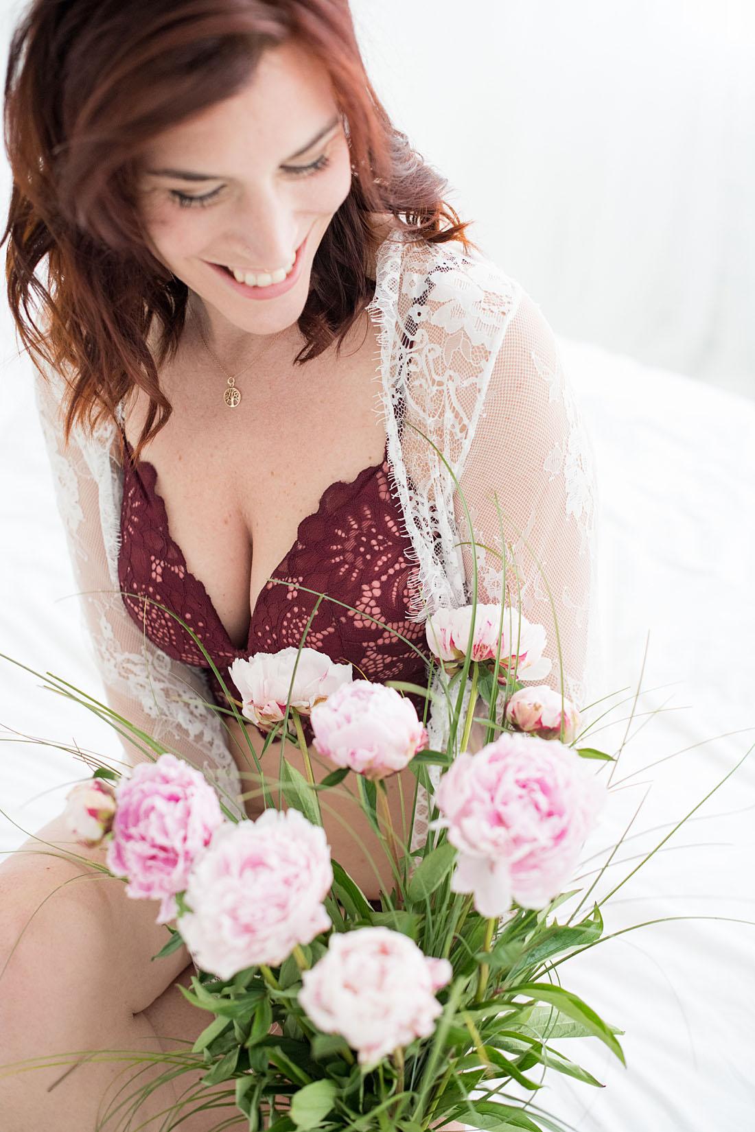 pioenrozen-bloemen-boudoir-fotoshoot